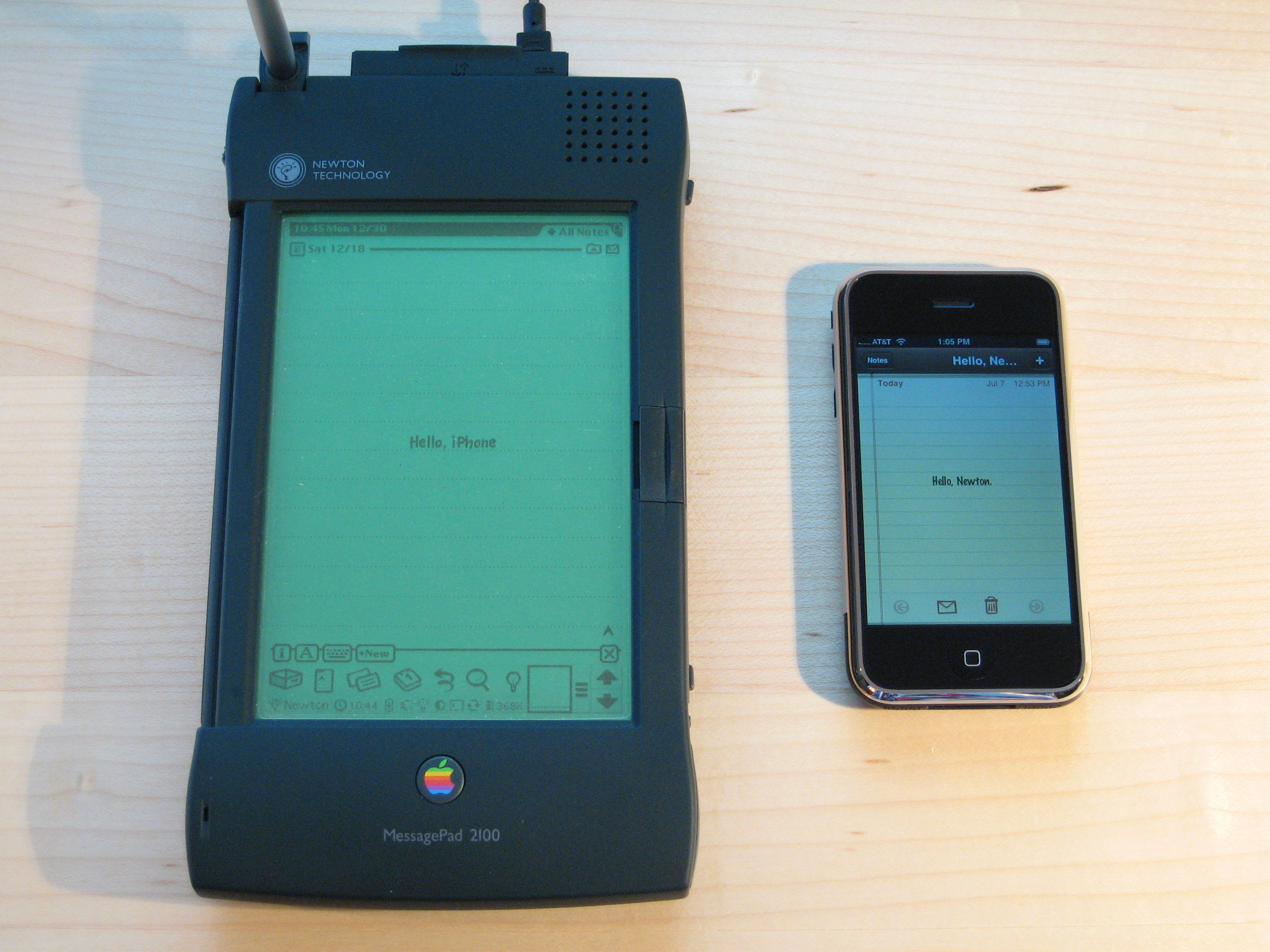 Apple_Newton_and_iPhone.jpg
