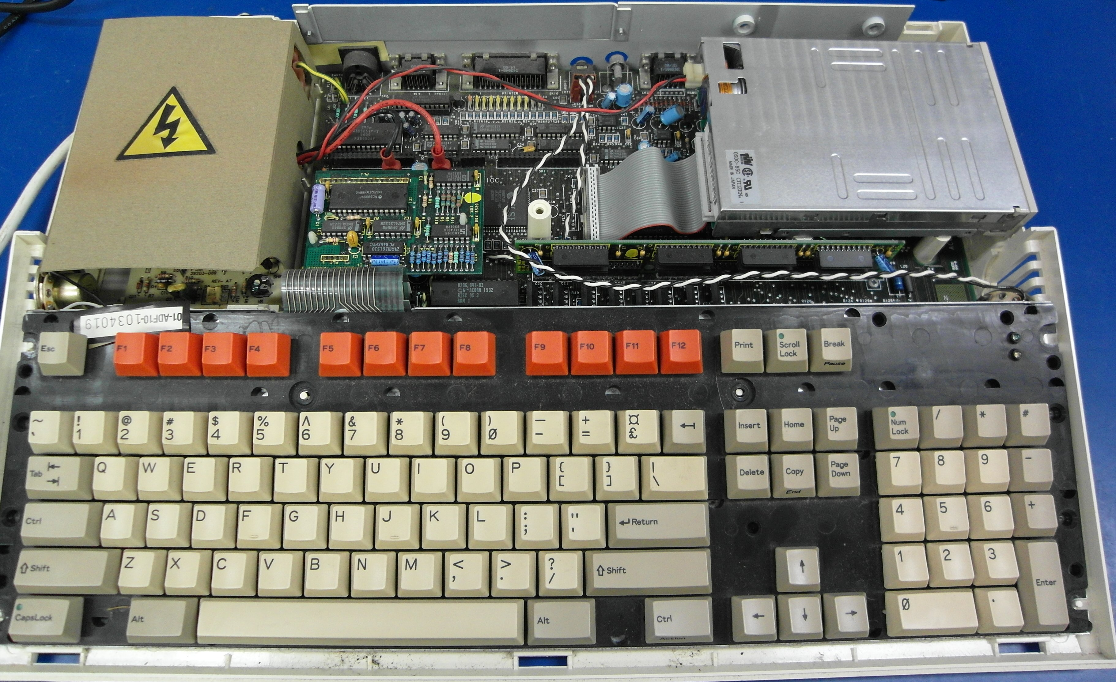 Acorn_Archimedes_A3000_Computer_with_cover_removed.jpg