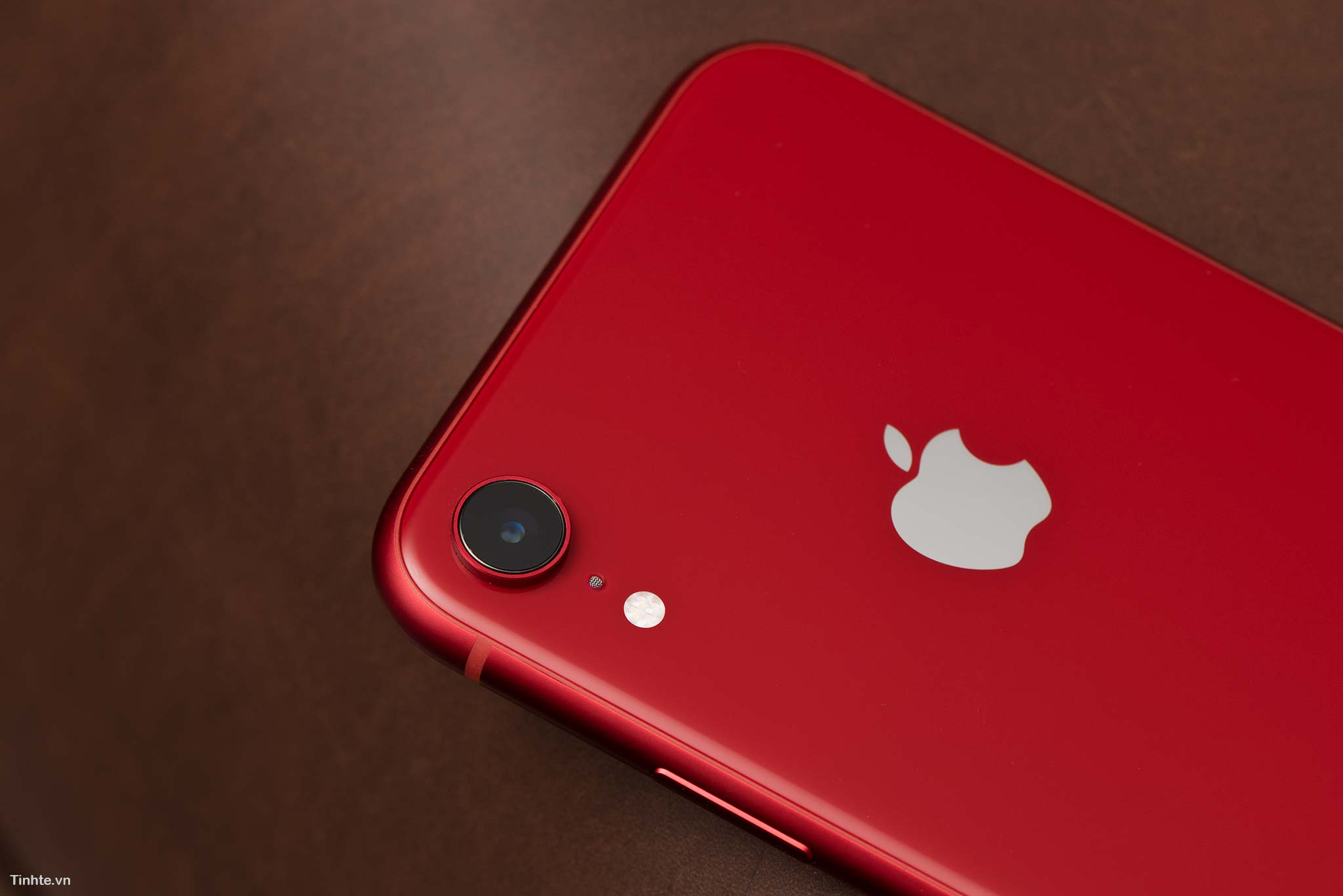 4463696_tinhte_tren_tay_iphone_xr_product_red_6.jpg