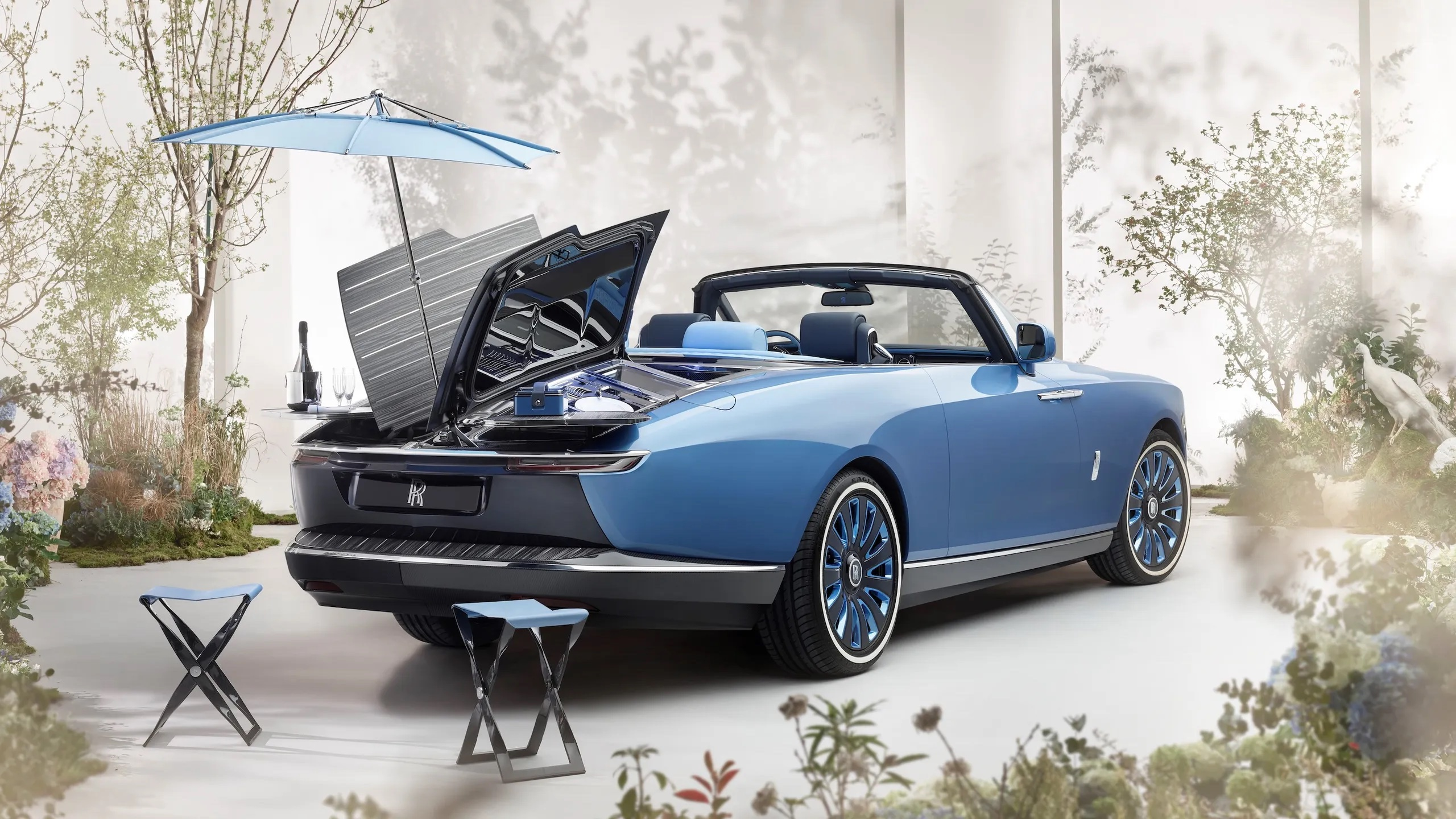 Rolls-Royce%2520Boat%2520Tail%2520Hosting%2520Suite%2520and%2520Parasol%2520Lifestyle.jpg copy.jpg