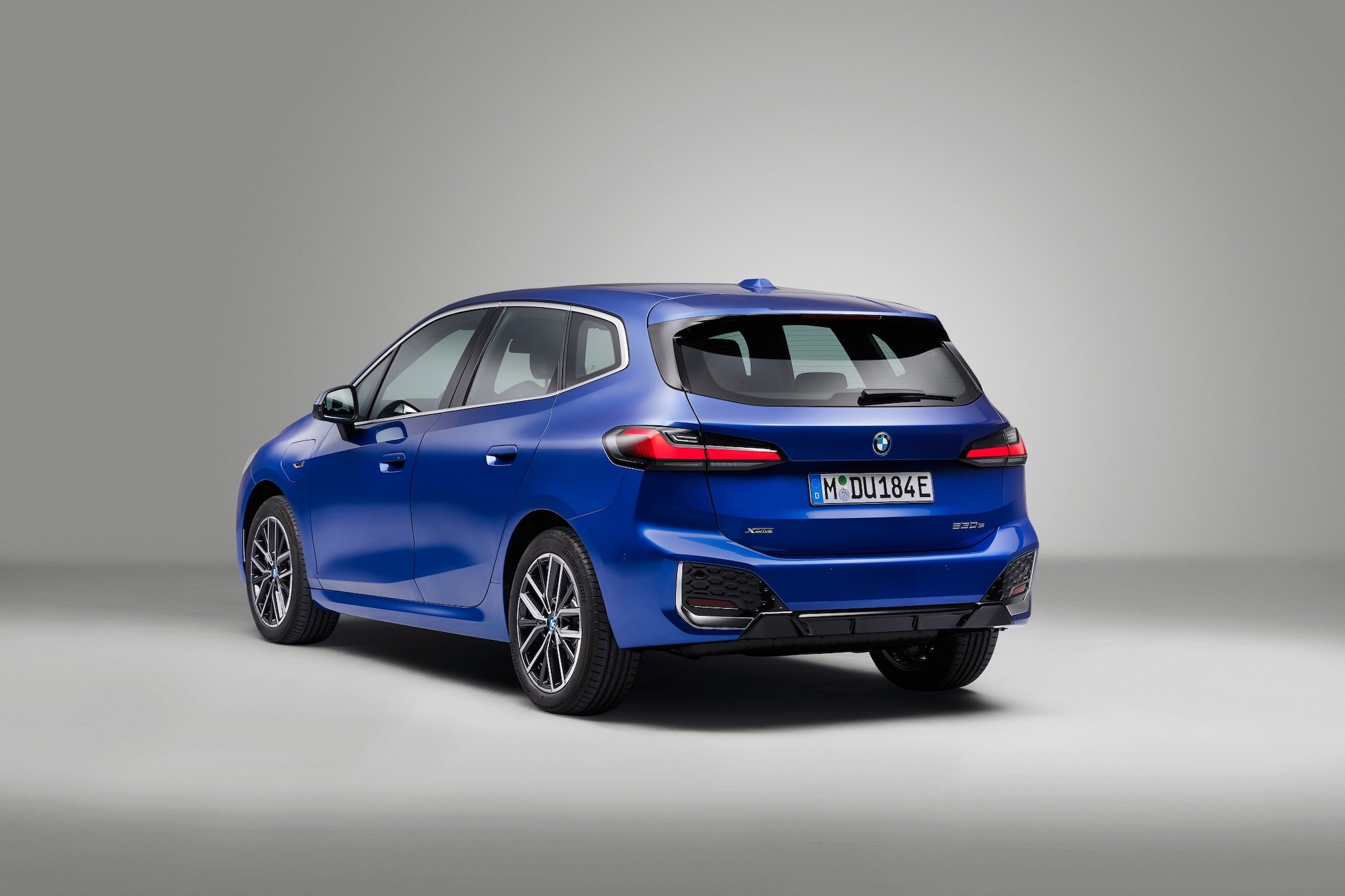 P90437849_lowRes_the-all-new-bmw-230e.jpg