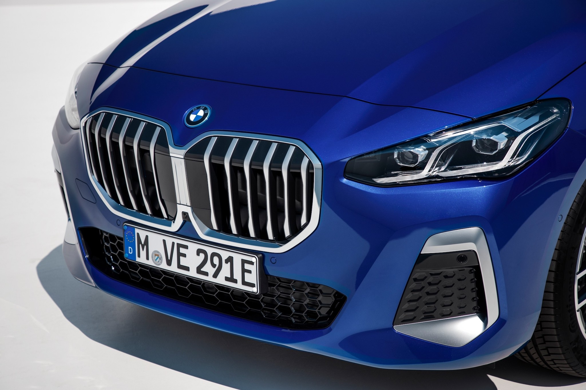 P90437835_lowRes_the-all-new-bmw-230e.jpg
